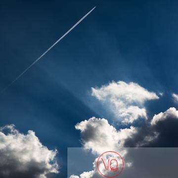 Ciel avec traînée de condensation - Réf : VQ-CIEL-1521