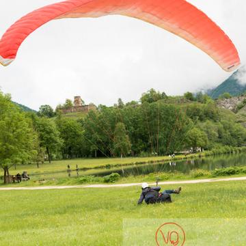 Atterrissage de parapente à Loudenvielle / Hautes-Pyrénées / Occitanie - Réf : VQ-PARA-0426 (Q3)