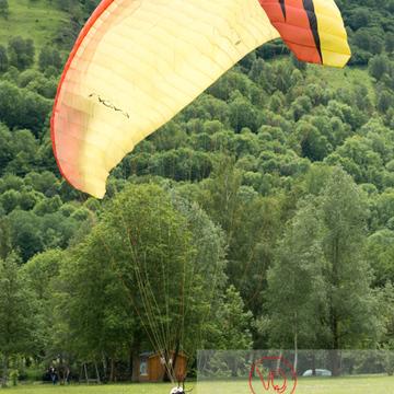 Atterrissage de parapente à Loudenvielle / Hautes-Pyrénées / Occitanie - Réf : VQ-PARA-0476 (Q3)