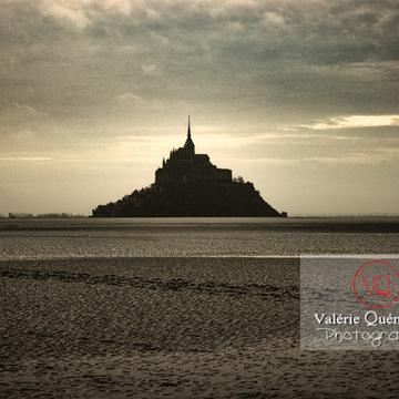 Mont-St-Michel et sa baie à marée basse / Normandie - Réf : VQFR50-0031-TA (Q1)