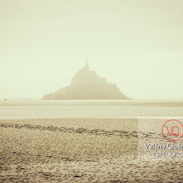 Mont-St-Michel et sa baie à marée basse / Normandie - Réf : VQFR50-0031-TV (Q1)