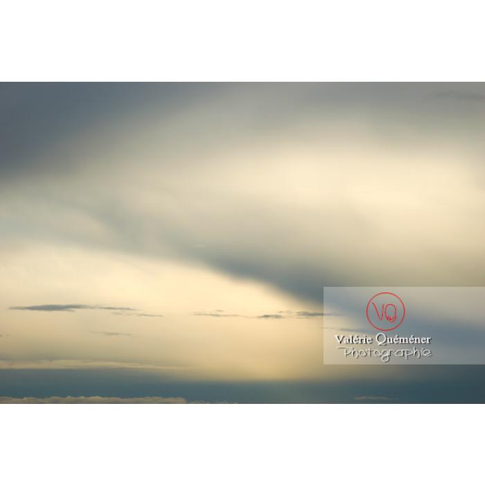 Ciel d'altostratus opacus au coucher du soleil - Réf : VQ_CIEL-104 (Q1)