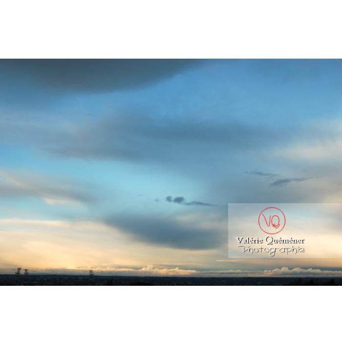 Ciel d'altostratus opacus au coucher du soleil - Réf : VQ_CIEL-107 (Q1)