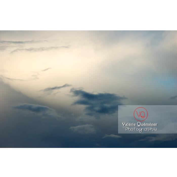 Ciel d'altostratus opacus au coucher du soleil - Réf : VQ_CIEL-108 (Q1)
