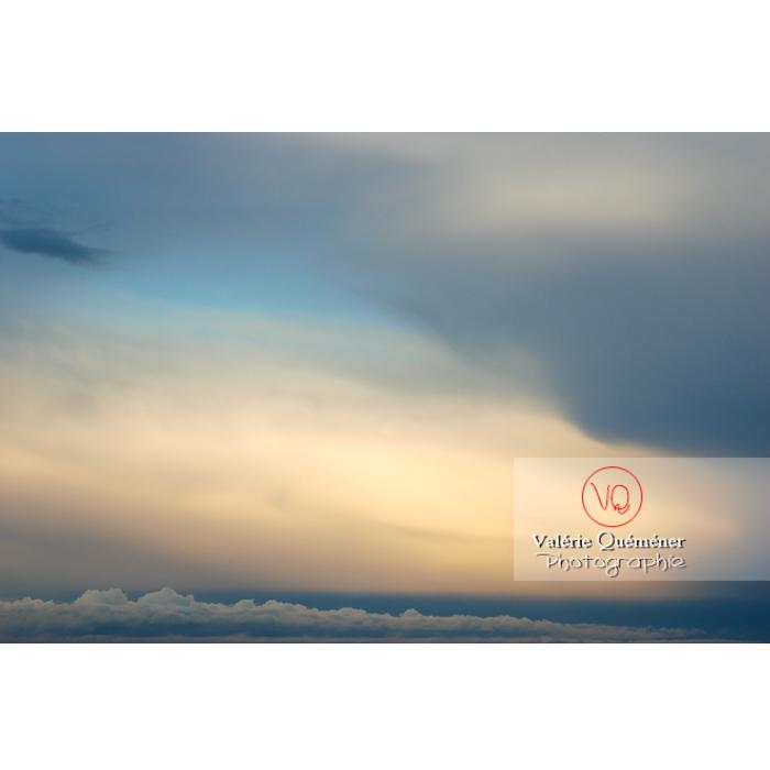 Ciel d'altostratus opacus au coucher du soleil - Réf : VQ_CIEL-109 (Q1)