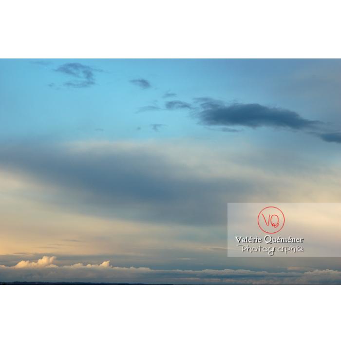 Ciel d'altostratus opacus au coucher du soleil - Réf : VQ_CIEL-110 (Q1)