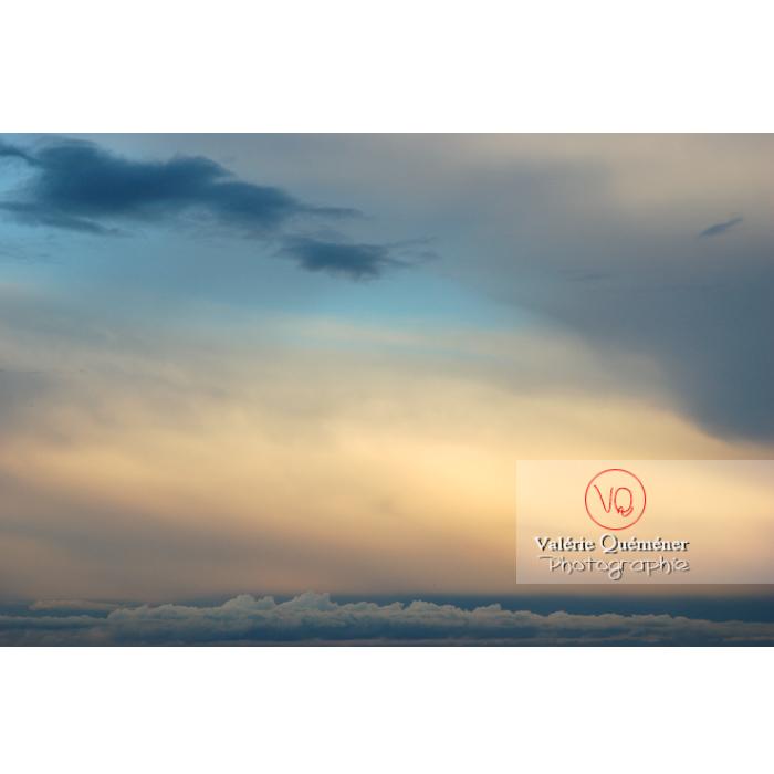 Ciel d'altostratus opacus au coucher du soleil - Réf : VQ_CIEL-112 (Q1)