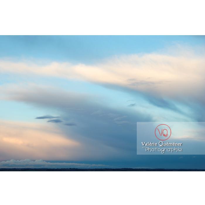 Ciel d'altostratus opacus au coucher du soleil - Réf : VQ_CIEL-113 (Q1)