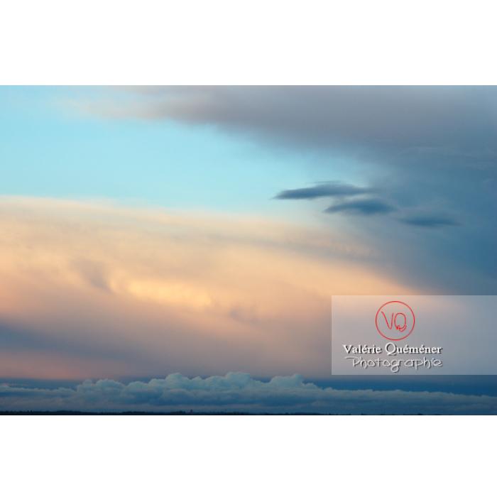 Ciel d'altostratus opacus au coucher du soleil - Réf : VQ_CIEL-114 (Q1)