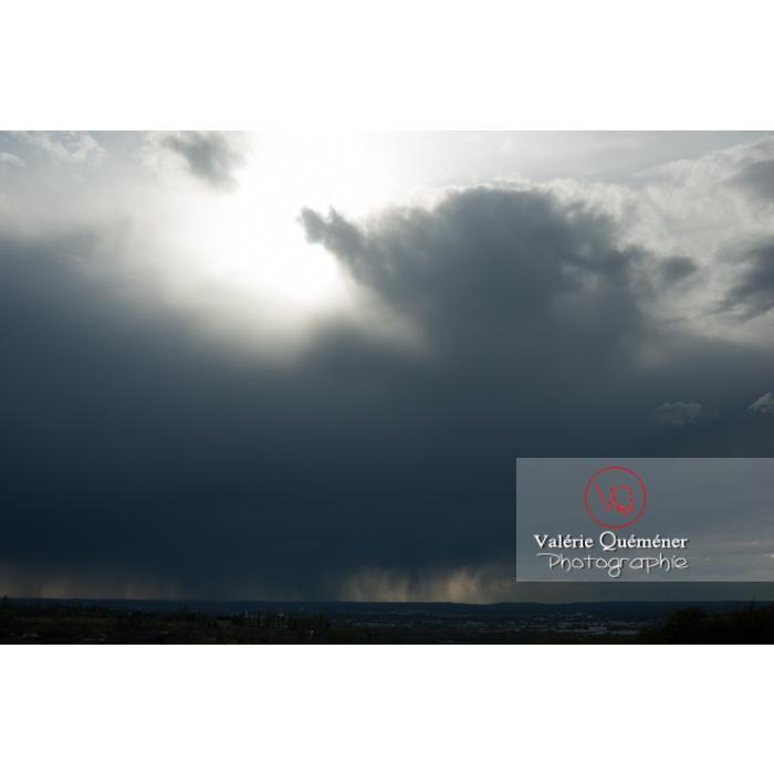 Ciel de pluie d'orage d'un cumulonimbus - Réf : VQ_CIEL-115 (Q1)