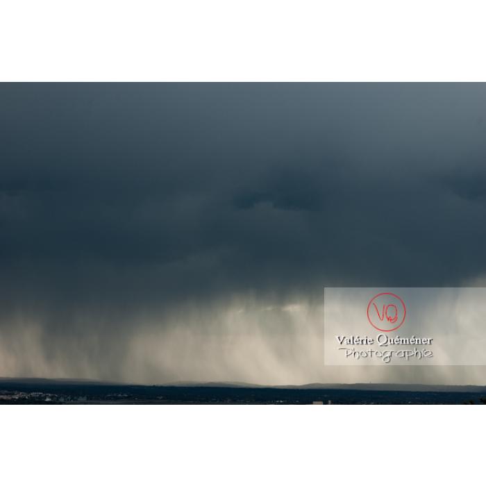 Ciel de pluie d'orage d'un cumulonimbus - Réf : VQ_CIEL-116 (Q1)