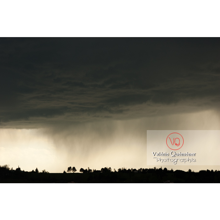 Ciel de pluie d'orage d'un cumulonimbus - Réf : VQ_CIEL-118 (Q1)