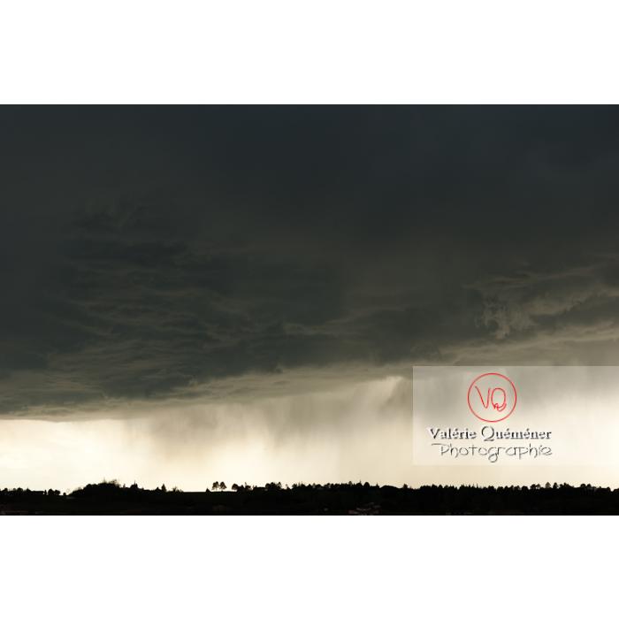 Ciel de pluie d'orage d'un cumulonimbus - Réf : VQ_CIEL-120 (Q1)