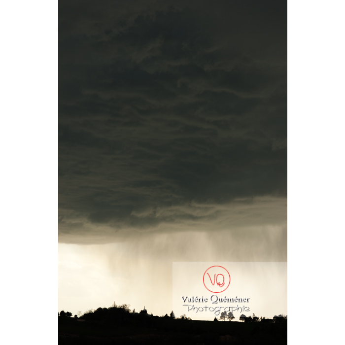 Ciel de pluie d'orage d'un cumulonimbus - Réf : VQ_CIEL-121 (Q1)