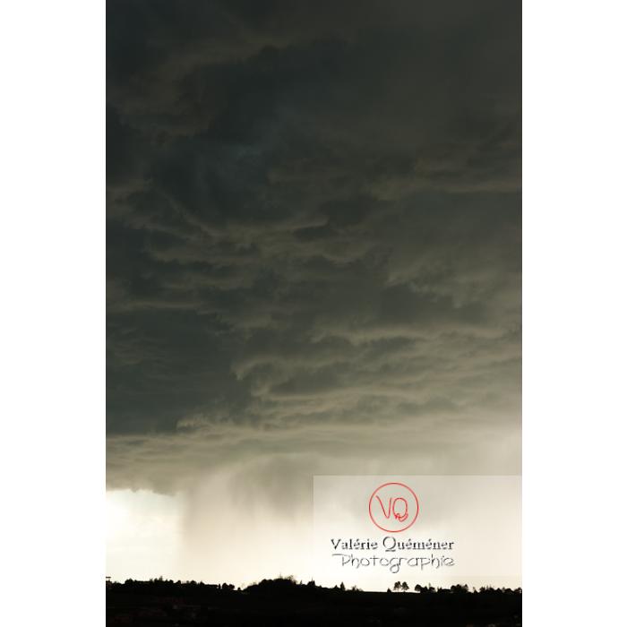 Ciel de pluie d'orage d'un cumulonimbus - Réf : VQ_CIEL-124 (Q1)