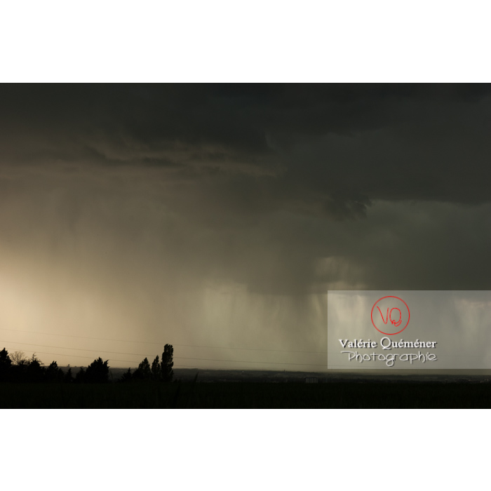 Ciel de pluie d'orage d'un cumulonimbus - Réf : VQ_CIEL-126 (Q1)