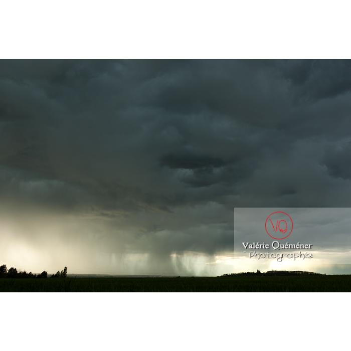 Ciel de pluie d'orage d'un cumulonimbus - Réf : VQ_CIEL-128 (Q1)