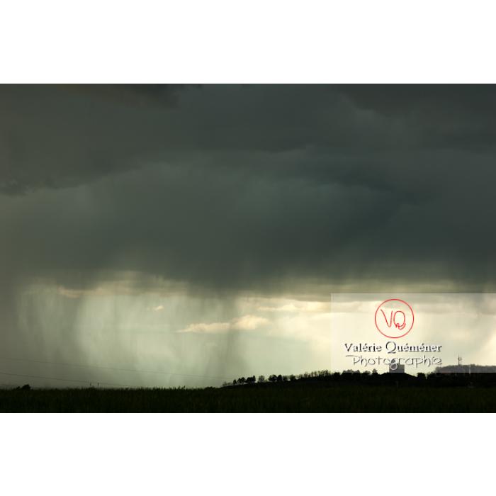 Ciel de pluie d'orage d'un cumulonimbus - Réf : VQ_CIEL-129 (Q1)