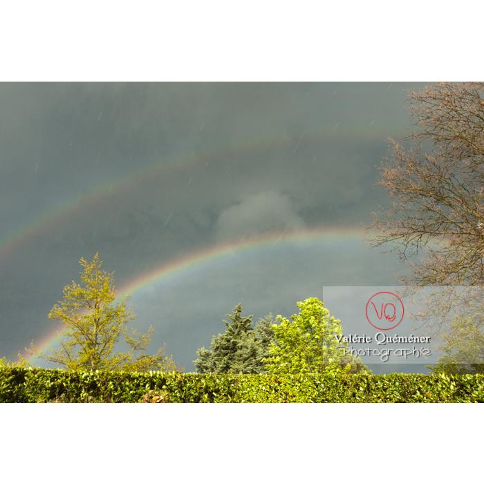 Arc-en-ciel et son arc secondaire dans la pluie - Réf : VQ_CIEL-130 (Q1)