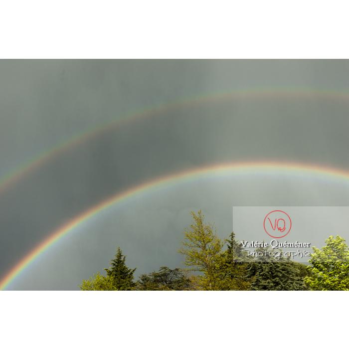 Arc-en-ciel et son arc secondaire dans la pluie - Réf : VQ_CIEL-131 (Q1)