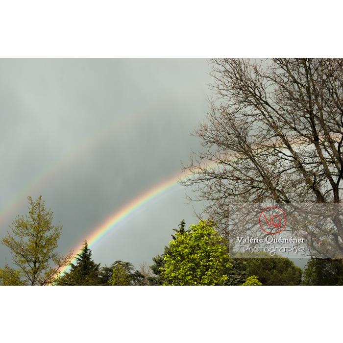 Arc-en-ciel, son arc secondaire et bande sombre d'Alexandre - Réf : VQ_CIEL-132 (Q1)