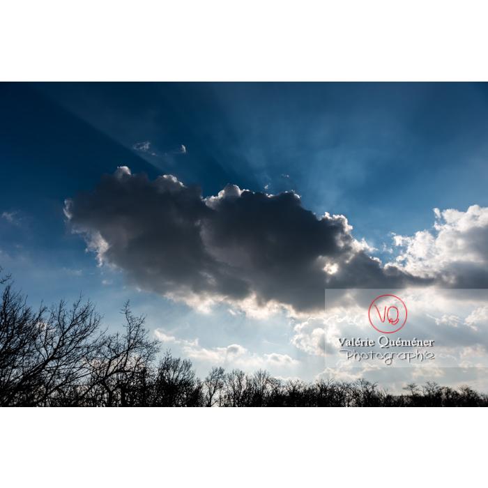 Rayons crépusculaires derrière un cumulus - Réf : VQ-CIEL-1515 (Q3)