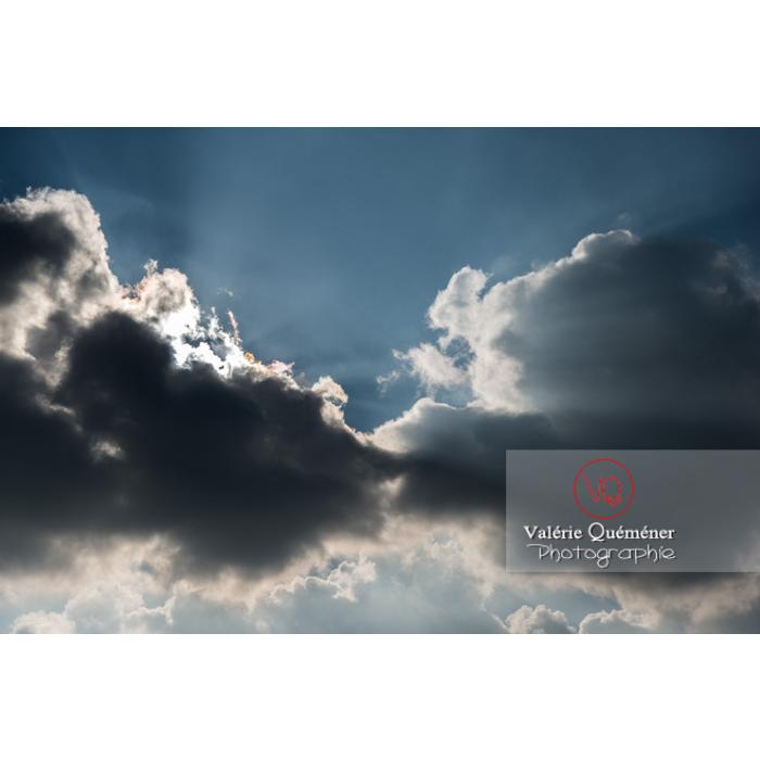 Rayons crépusculaires derrière un cumulus - Réf : VQ-CIEL-1518 (Q3)