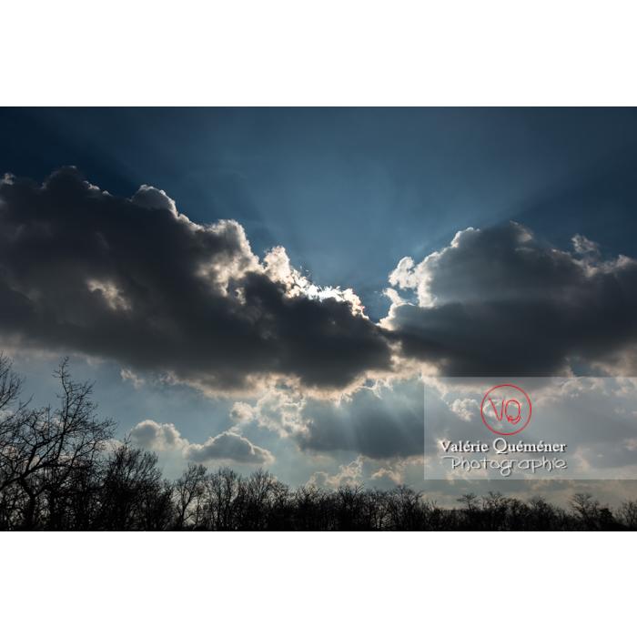 Rayons crépusculaires derrière un cumulus - Réf : VQ-CIEL-1519 (Q3)