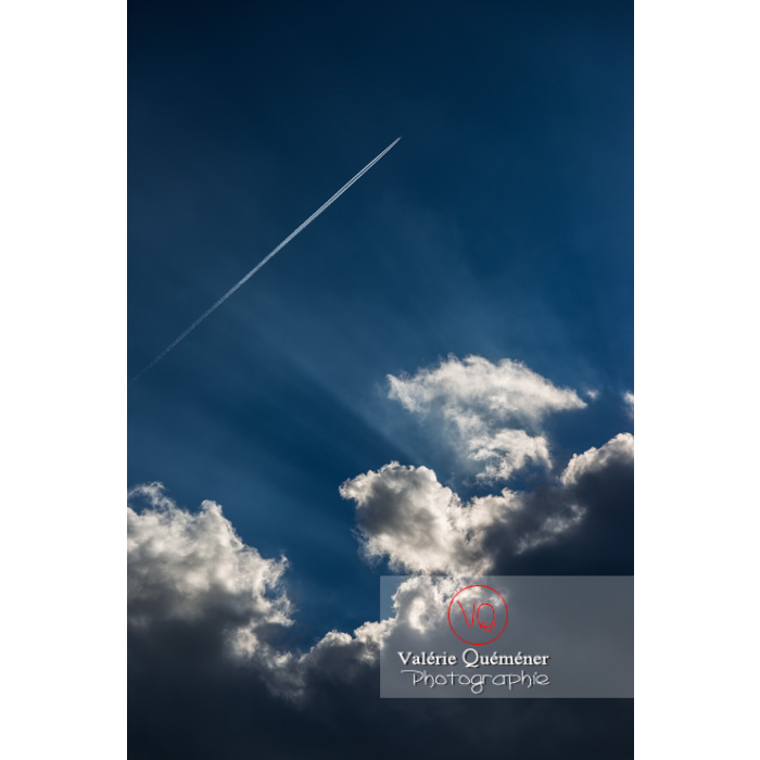 Rayons crépusculaires derrière un cumulus - Réf : VQ-CIEL-1521 (Q3)
