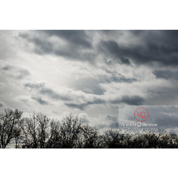 Cumulus sur un fond de ciel gris d'altostratus - Réf : VQ-CIEL-1541 (Q3)