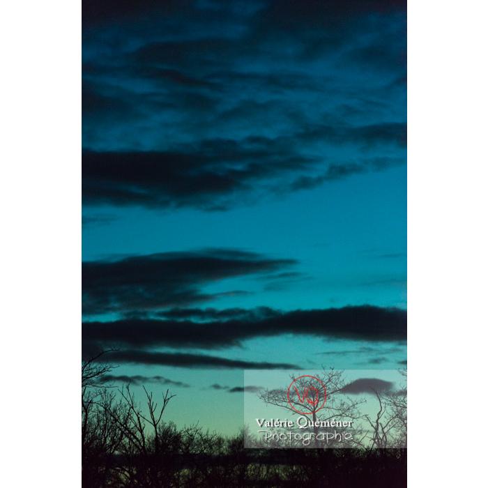 Ciel bleu dégradé vert au coucher du soleil - Réf : VQ-CIEL-1567 (Q3)