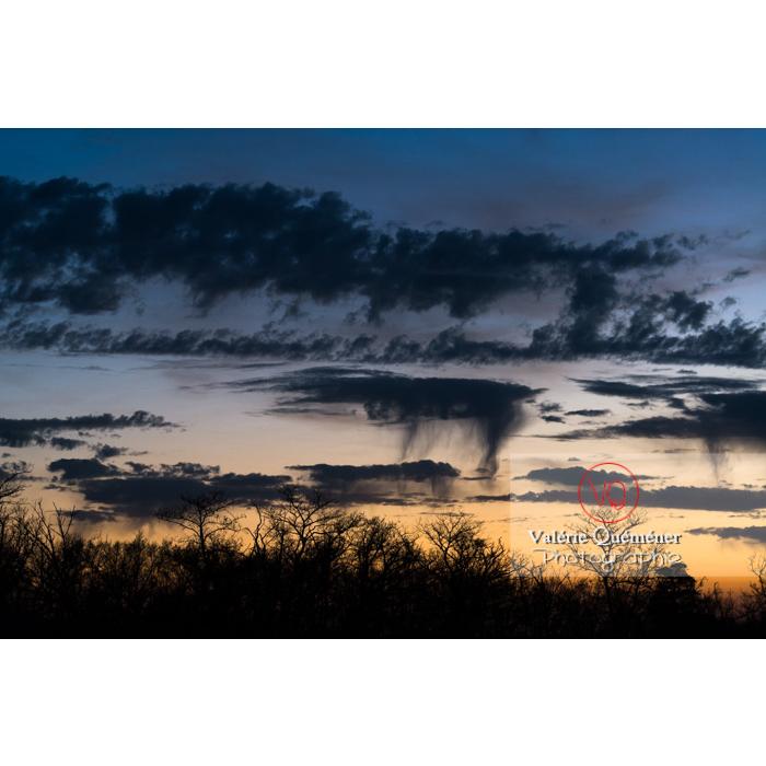 Ciel de nuage avec précipitation sous forme de cumulus virga - Réf : VQ-CIEL-1581 (Q3)