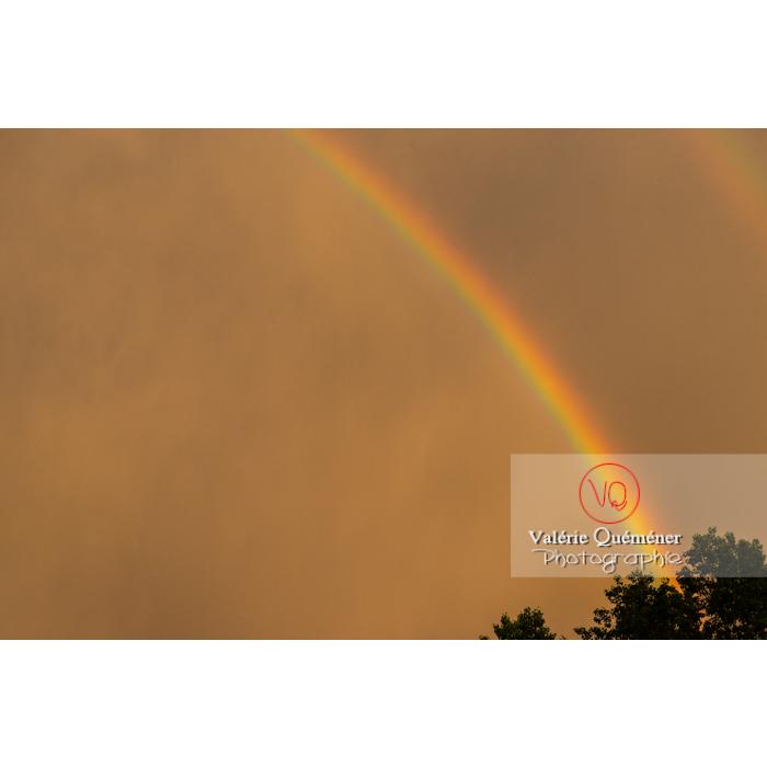 Détail d'un arc-en-ciel sur ciel jaune - Réf : VQ-CIEL-2002 (Q3)