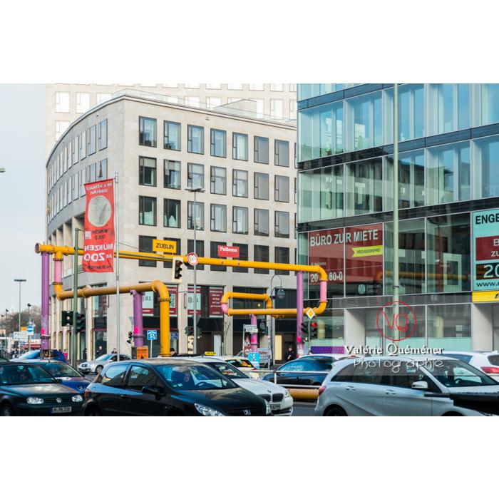 Tuyaux de canalisations colorées en extérieur, Berlin / Allemagne - Réf : VQALL_BL-0034 (Q3)