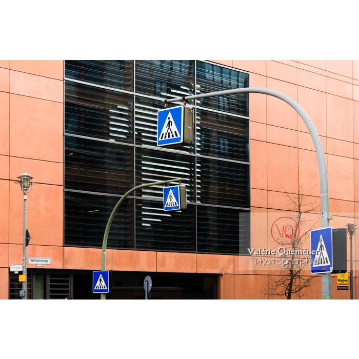 Graphisme urbain de panneaux de passage piéton, Berlin / Allemagne - Réf : VQALL_BL-0050 (Q3)
