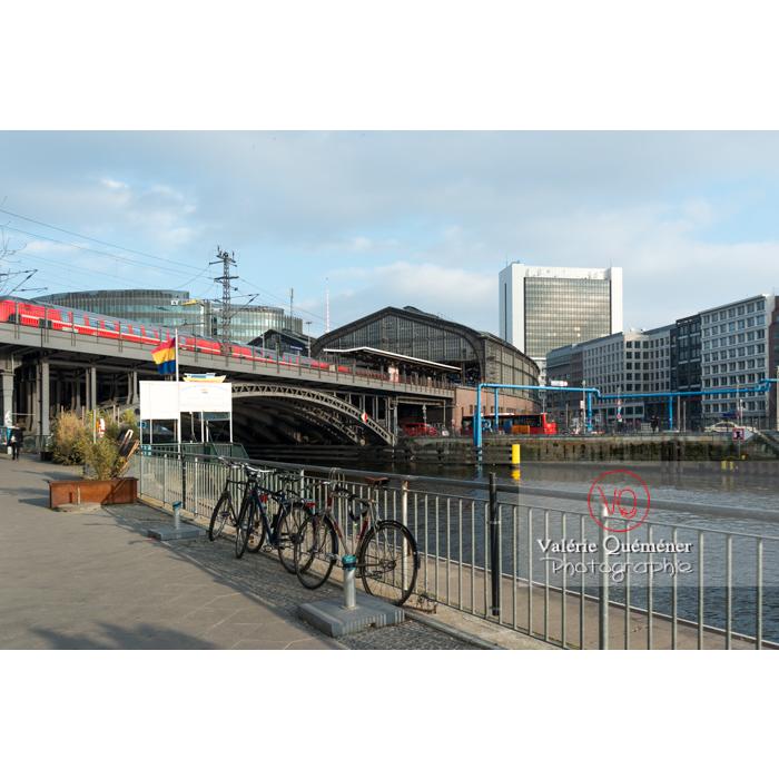Gare Friedrichstrasse et rivière Spree, Berlin / Allemagne - Réf : VQALL_BL-0054 (Q3)