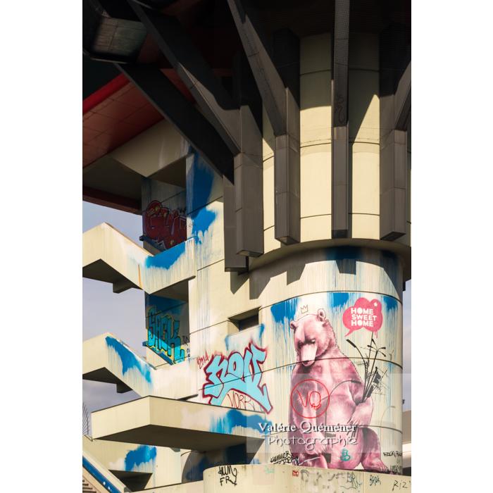 Tags et graffiti d'ours sur une tour, Berlin / Allemagne - Réf : VQALL_BL-0056 (Q3)