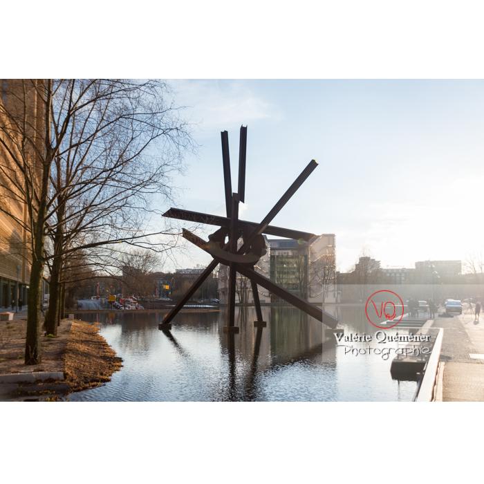 Sculpture Galileo de Mark Di Suvero, Marlene-Dietrich-Platz, Berlin / Allemagne - Réf : VQALL_BL-0070 (Q3)