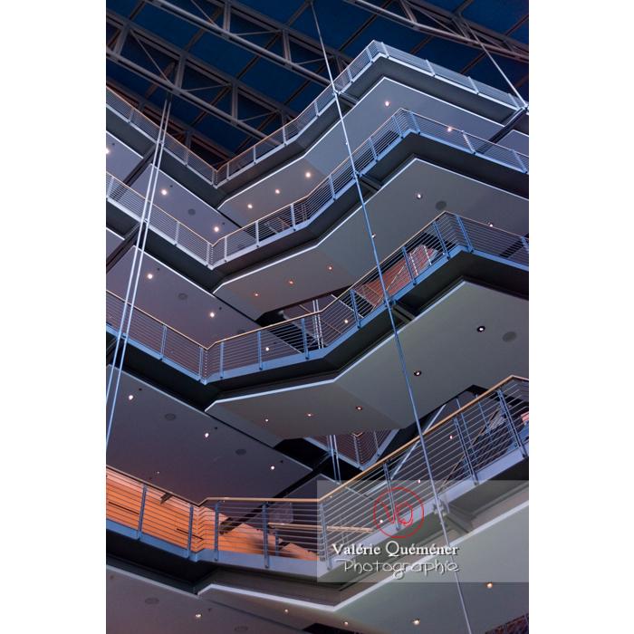 Stage Theater conçu par les architectes Renzo Piano et Christoph Kohlbecker, Marlene-Dietrich-Platz, Berlin / Allemagne - Réf : VQALL_BL-0072 (Q3)