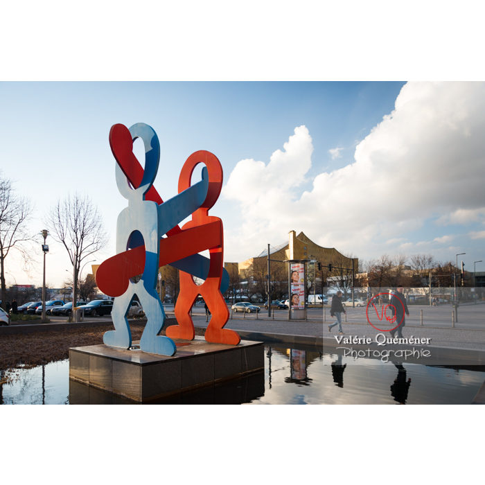 Sculpture 'les boxeurs' de Keith Haring, Potsdamer Straße, Berlin / Allemagne - Réf : VQALL_BL-0076 (Q3)