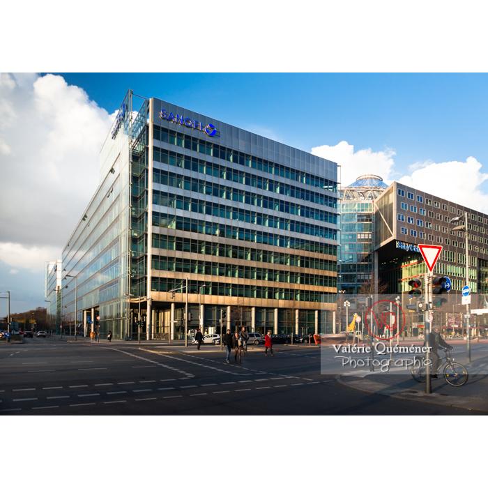 Immeubles en verre / bureaux du Sony Center, Potsdamer Straße, Berlin / Allemagne - Réf : VQALL_BL-0078 (Q3)