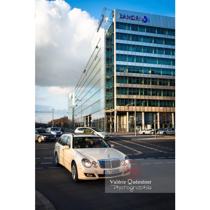 Taxi au carrefour de Potsdamer Straße, Berlin / Allemagne - Réf : VQALL_BL-0079 (Q3)