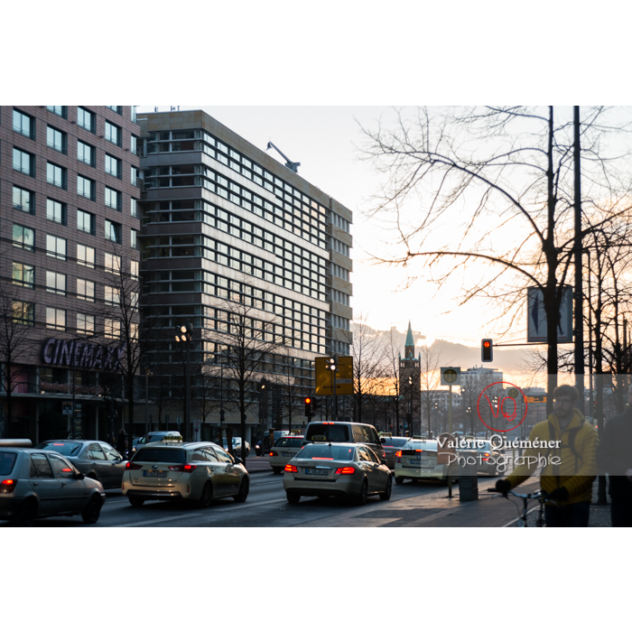 Circulation et immeubles dans Potsdamer Straße , Berlin / Allemagne - Réf : VQALL_BL-0102 (Q3)