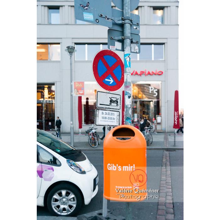 Berlin, ville propre avec ses poubelles à message / Allemagne - Réf : VQALL_BL-0107 (Q3)