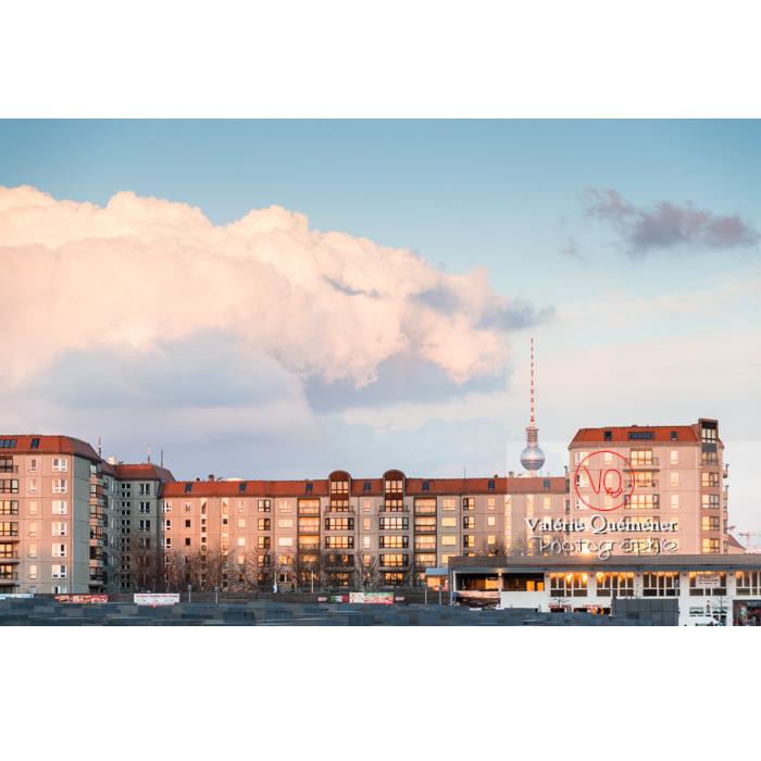 Immeubles et tour de la télévision 'Fernsehturm', Berlin / Allemagne - Réf : VQALL_BL-0114 (Q3)