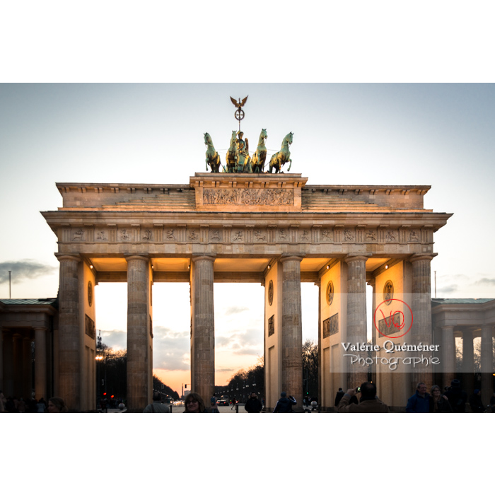 Porte de Brandebourg à la tombée du jour, Berlin / Allemagne - Réf : VQALL_BL-0127 (Q3)