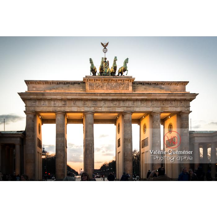 Porte de Brandebourg au coucher du soleil, Berlin / Allemagne - Réf : VQALL_BL-0127 (Q3)