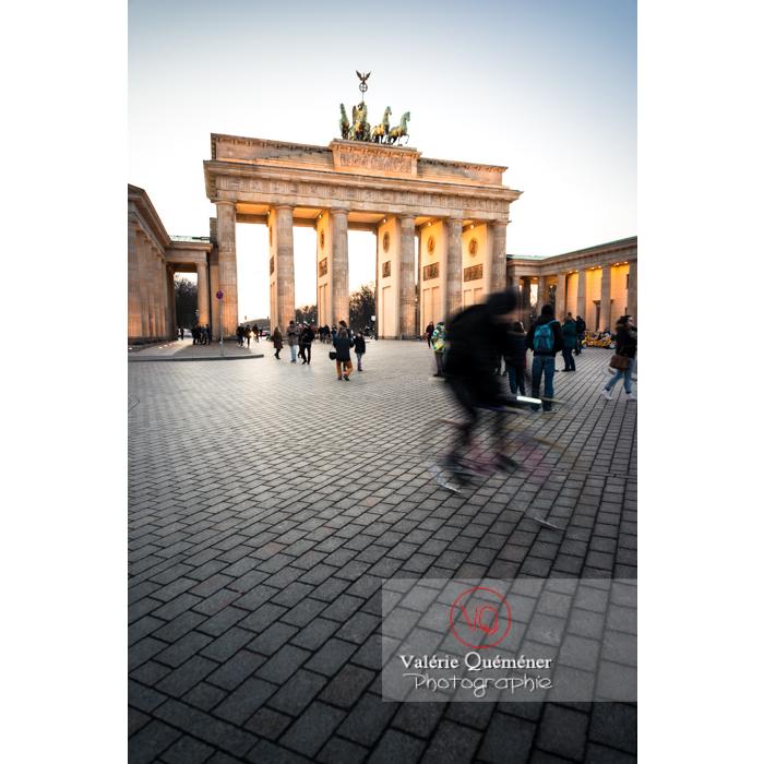 Place de la porte de Brandebourg à la tombée du jour, Berlin / Allemagne - Réf : VQALL_BL-0130 (Q3)