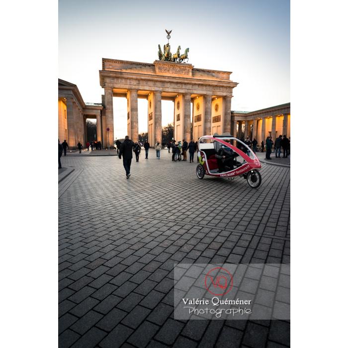 Place de la porte de Brandebourg à la tombée du jour, Berlin / Allemagne - Réf : VQALL_BL-0132 (Q3)