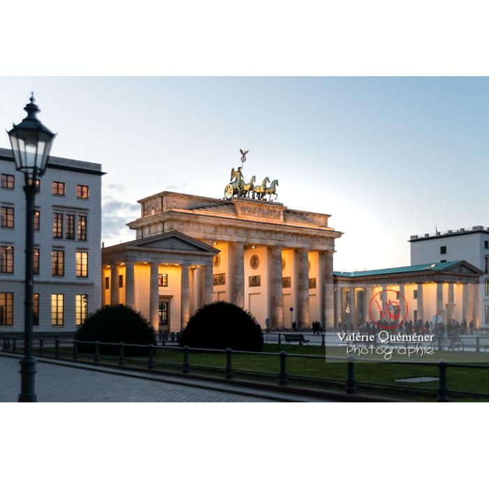 Porte de Brandebourg à la tombée du jour, Berlin / Allemagne - Réf : VQALL_BL-0134 (Q3)